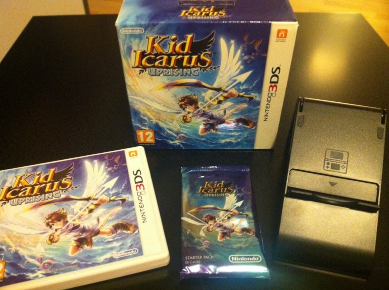Le pack Kid Icarus = Jeu + Carte RA + Support 3DS