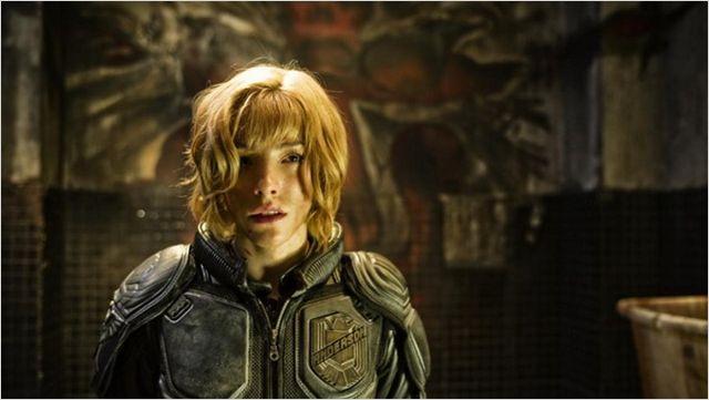 Ravissante, mais pas sans défense. Hé oui son tuteur c'est Dredd quand même.