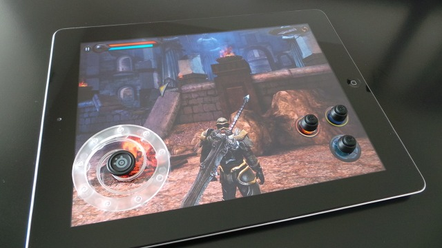 Le SteelSeries Free Touchscreen sur un iPad