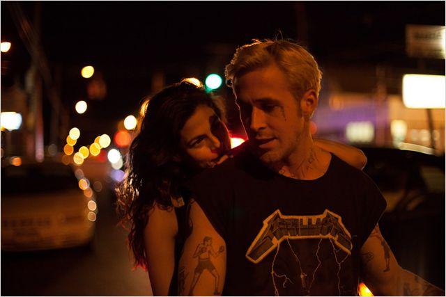 Ce couple Working class est assez intime, l'alchimie marche suprenament bien entre Gosling et Mendes