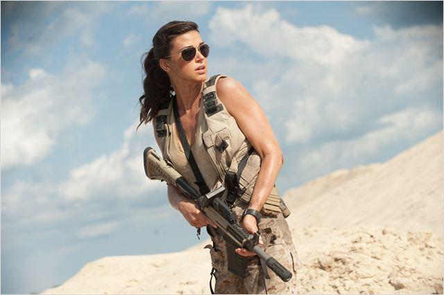 Adrianne Palicki est non seulement l'atout charme des Joes, mais elle est efficace au combat