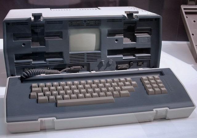 """LOsborn 1 : premier ordinateur """"portable"""" commercialisé en Avril 1981"""