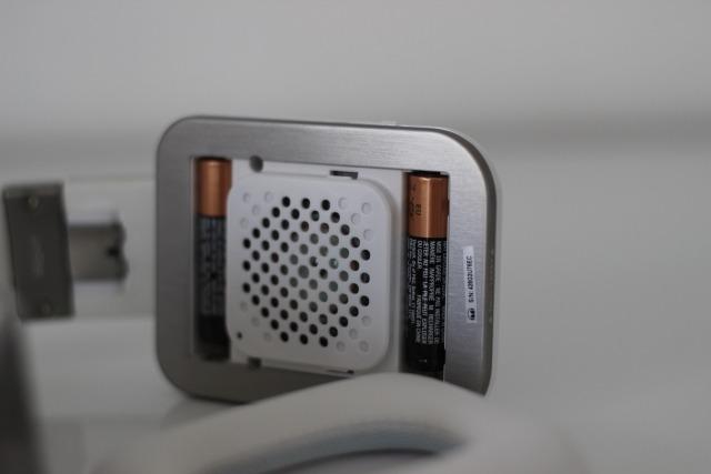 Les fameuses piles permettant de faire fonctionner la réduction active du bruit.